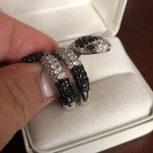 Jewelry - Sexy rhinestone snake ring